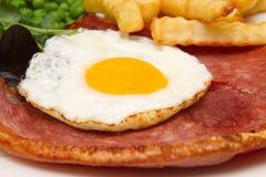 Bife de Gammon com um ovo frito imagem de stock