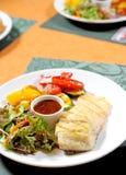 Bife de peixes com vegetal Fotografia de Stock