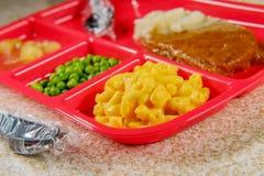 Bife de Salisbúria do almoço escolar imagens de stock