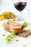 Bife do porco de Suckling serido com vinho foto de stock royalty free