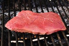 Bife do Sirloin da parte superior do lombo de carne na grade Imagem de Stock Royalty Free