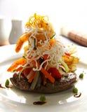 Bife e camarões Imagem de Stock