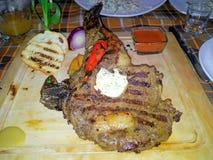 Bife grande com pimenta vermelha Imagens de Stock Royalty Free
