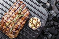 Bife grelhado cozinhado imagem de stock