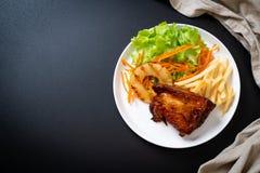 bife grelhado da galinha com vegetal fotos de stock royalty free