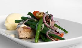 Bife grelhado do atum com vegetais Imagem de Stock