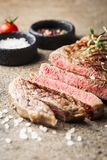 Bife grelhado raro médio fotografia de stock royalty free