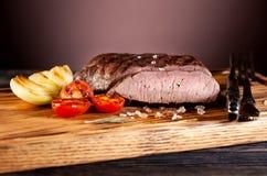Bife grelhado raro médio fotos de stock royalty free
