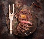 Bife grelhado raro médio cortado Ribeye foto de stock