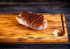 Bife grelhado raro médio Ribeye imagem de stock royalty free