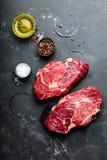 Bife marmoreado cru Ribeye da carne fotografia de stock royalty free