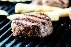 Bife na grade com vegetais Fotografia de Stock