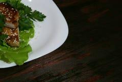 Bife nas folhas da alface Imagens de Stock