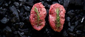 Bife no carvão vegetal foto do produto, lugar para sua propaganda foto de stock royalty free