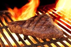 Bife posto de conserva na grade quente flamejante do BBQ imagem de stock