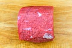 Bife redondo fresco, bife do olho do círculo, carne traseira do pé da vaca sem osso redondo, fêmur fotografia de stock royalty free