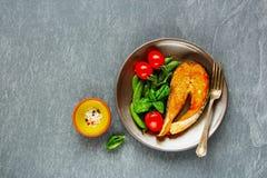Bife salmon grelhado fotografia de stock