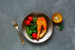 Bife salmon grelhado fotos de stock royalty free