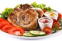 Bifes e vegetais grelhados Imagens de Stock Royalty Free