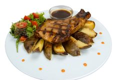 Bifes grelhados, batatas cozidas e vegetais Fotografia de Stock Royalty Free