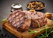 Bifes grelhados da carne fotografia de stock