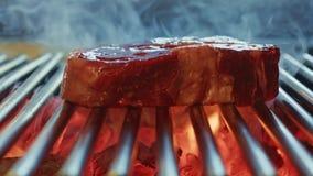 Biff grillad nötköttbiff lager videofilmer