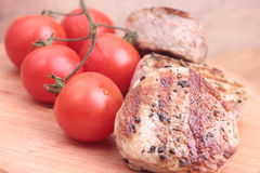 Biff med tomater Fotografering för Bildbyråer