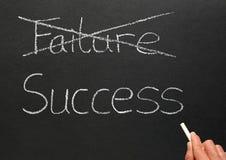 Biffant la panne et écrire la réussite. Image libre de droits