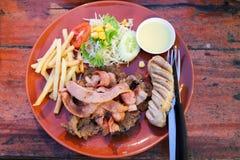 Biffar, bacon och korv Royaltyfria Bilder
