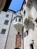 Bifogad offentlig borggård i Salzburg, Österrike Arkivbild