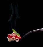 Biforchi con maccheroni, la salsa di pomodori ed il formaggio fotografia stock
