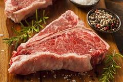 Bifteck à l'os cru épais images stock