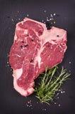 Bifteck à l'os cru Images libres de droits