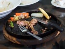 Bifteck à l'os de surplus de plat chaud Photo libre de droits