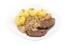 Bifteck avec des champignons - MIT Pilzen de bifteck Images libres de droits