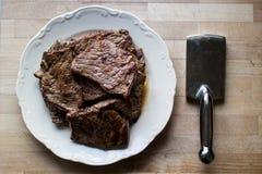 Bifteck avec l'attendrisseur Photos libres de droits