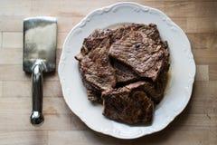Bifteck avec l'attendrisseur Photographie stock libre de droits