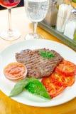 Bifteck avec les tomates grillées photographie stock