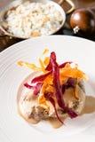 Bifteck crémeux du plat blanc photo stock