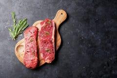 Bifteck cru de striploin Photographie stock libre de droits