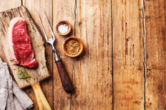 Bifteck cru de Striploin de viande fraîche Photo libre de droits