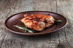 Bifteck d'un plat avec le romarin Photographie stock libre de droits