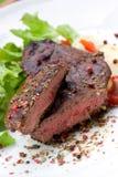 Bifteck de bande d'aloyau avec la pomme vapeur Photos stock