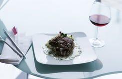Bifteck de boeuf avec de la sauce crémeuse Images libres de droits