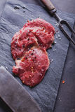 Bifteck de boeuf cru Photographie stock