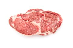 Bifteck de boeuf cru d'isolement sur le fond blanc images libres de droits