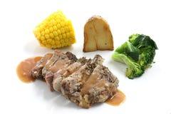 Bifteck de boeuf d'isolement à l'arrière-plan blanc Photo stock