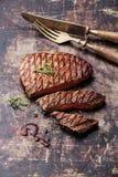 Bifteck de boeuf grillé rare moyen coupé en tranches Ribeye Image libre de droits