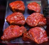 Bifteck de boeuf mariné, cru et frais photo stock