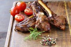 Bifteck de côtelettes grillé d'agneau avec le poivre photo stock